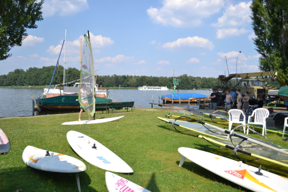 Windsurfen lernen Grundscheinkurs bei Segelschule Schiffsmeister in Berlin