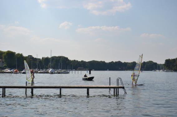 Windsurfen lernen Grundscheinkurs Übung auf dem Wasser – Segelschule Schiffsmeister